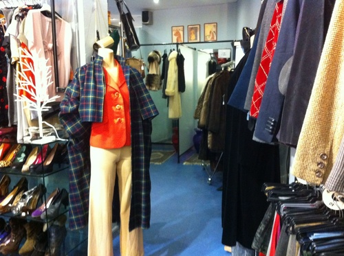 e52ca67052eb La mejor guía para comprar ropa de segunda mano en Madrid ...